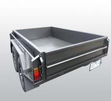 images/Box-Trailer/8x5-with-Box-Trailers/8x5withstandingtyreandbackdoortiedown1.jpg